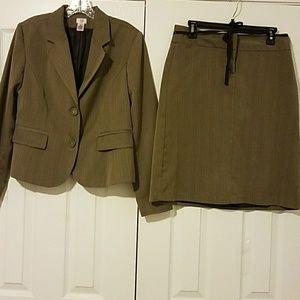 Bass women's skirt suit